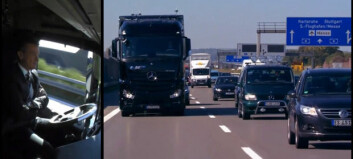Se lastebilen kjøre selv på trafikkert motorvei
