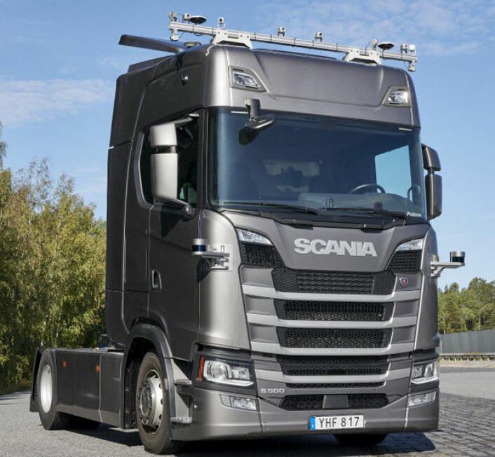 Scania selvkjør<br>Scaniaen er utstyrt med en rekke kameraer, sensorer og tilkoblede enheter som skal gjøre bilen i stand til å kjøre på egenhånd. <br>