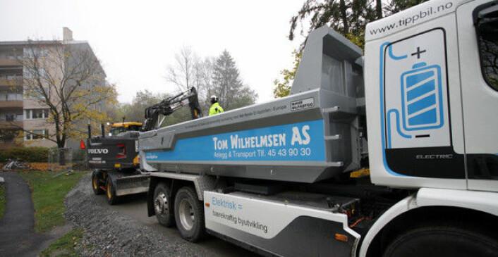 Tom Wilhelmsen har tatt i bruk elektriske lastebiler for massetransport. Nå vil myndighetene at flere skal følge etter. Foto: Brede Høgseth Wardrum