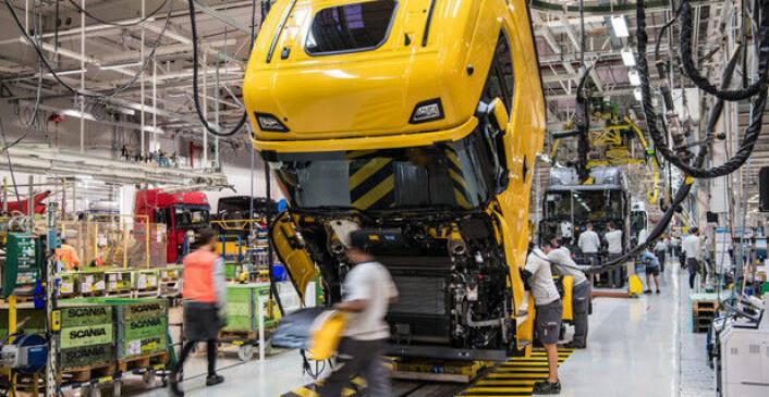 Selv om det er klar økning i salget av alle typer nyttebiler i Europa, er vi langt unna 2019-nivået. Bildet er fra Scanias fabrikk i Södertälje. Illustrasjonsfoto: Scania