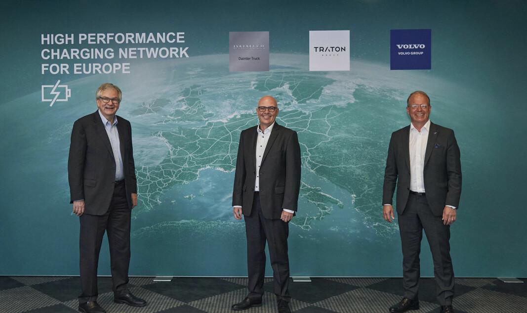 Tre tungbilgiganter er enige om å bygge felles ladestruktur