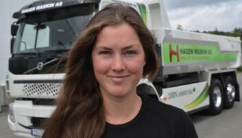Heidi Marie Dammen i Hagen Maskin AS skal kjøre den nye el-tippbilen.