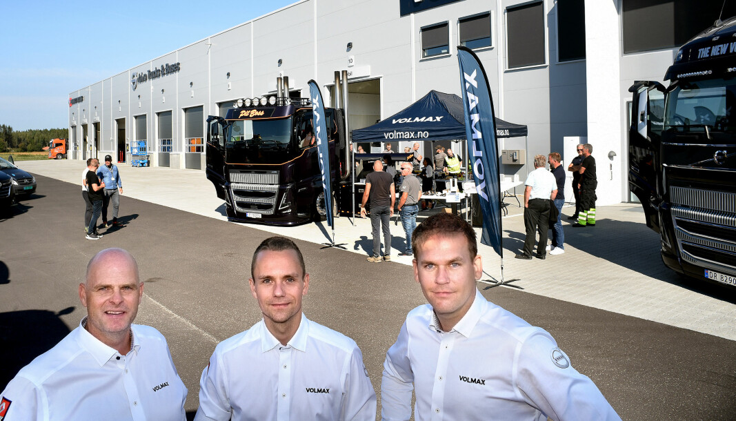Salgssjef for Renault Trucks, Claes Gripenberg (f.v.), servicemarkedssjef Andreas Hanssen og salgssjef for Volvo, Roger Rossing, ved Volmax i Østfold gir gass i nye lokaler.