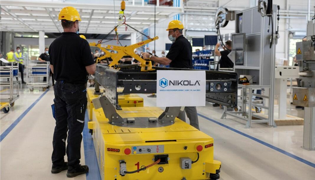 Prøveproduksjonen av den batterielektriske versjonen av Nikola Tre startet her ved fabrikken i tyske Ulm i sommer.