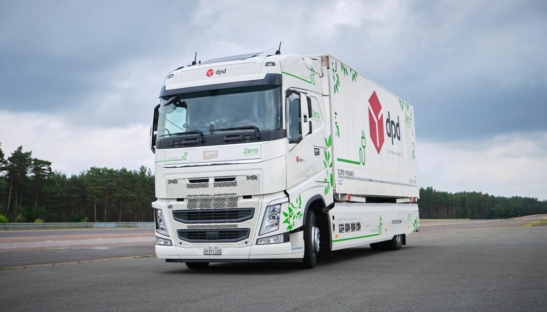 På Continentals 2,8 kilometer lange ovale testbane Contidrom i Hannover kjørte to sjåfører til sammen 392 runder med en snitthastighet på 50 km/t.