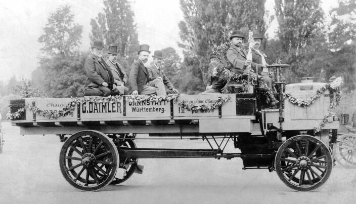 Daimler 5-Tonner på Verdensutstillingen i Paris i 1898.