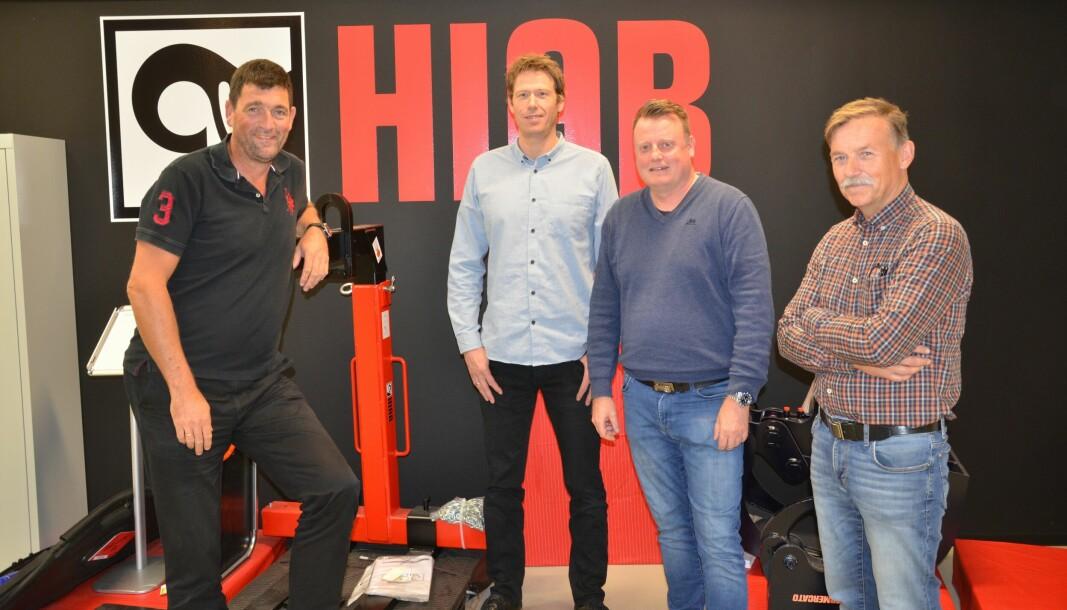 Ledelsen i Hiab Norway høyner ambisjonene, etter at en ny avtale med Arka som forhandler er på plass. Fra venstre salgssjef Espen Solhaug, adm. direktør Tormod Ovesen, servicesjef Morten-Erik Haugen og produktsjef Johnny Gabrielsen.