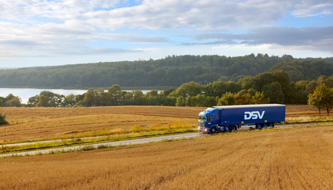 «Manko på sjåfører i Norge og Europa, kombinert med høy etterspørsel, fører til økte kostnader på veitransporter», skriver DSV Road i et prisjusteringsvarsel.